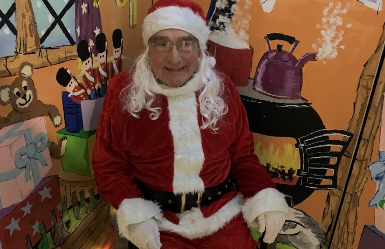 85 year old resident Brian Green brings the Christmas spirt to Windsor Court care home!.